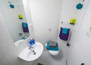 Student bathroom at Voyager House accommodation, for international students at Bellerbys College Brighton
